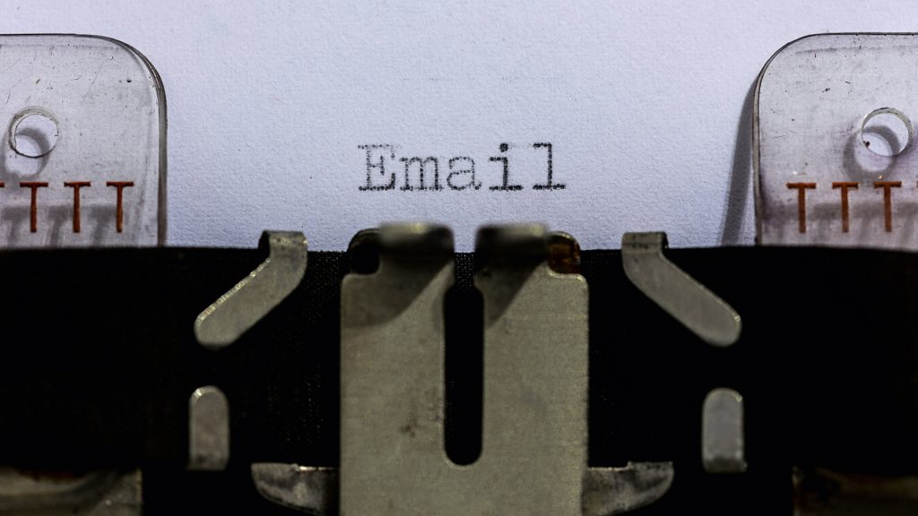 E-mailmarketing op een schrijfmachine